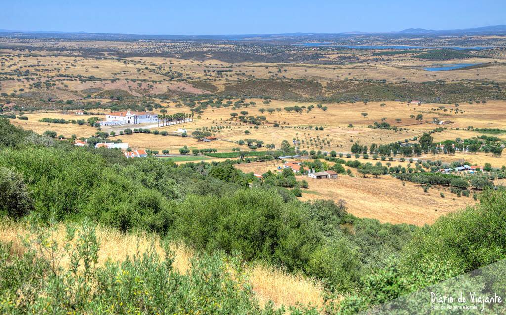 Monsaraz, a vila que se impõe na paisagem alentejana | Diário do Viajante