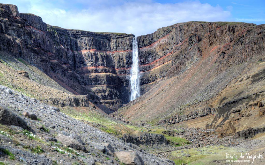 Hengifoss, 128 metros de altura rodeada por basalto | Islândia