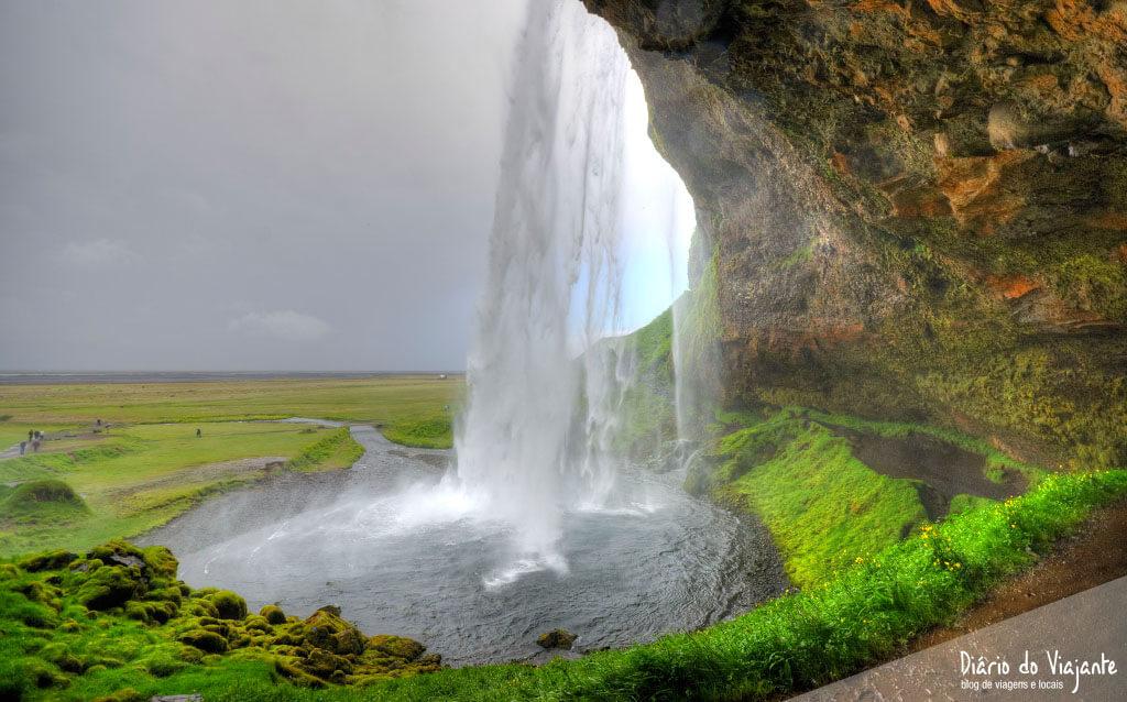 Islândia: Seljalandsfoss, que nasce no glaciar do vulcão Eyjafjallajökull | Diário do Viajante