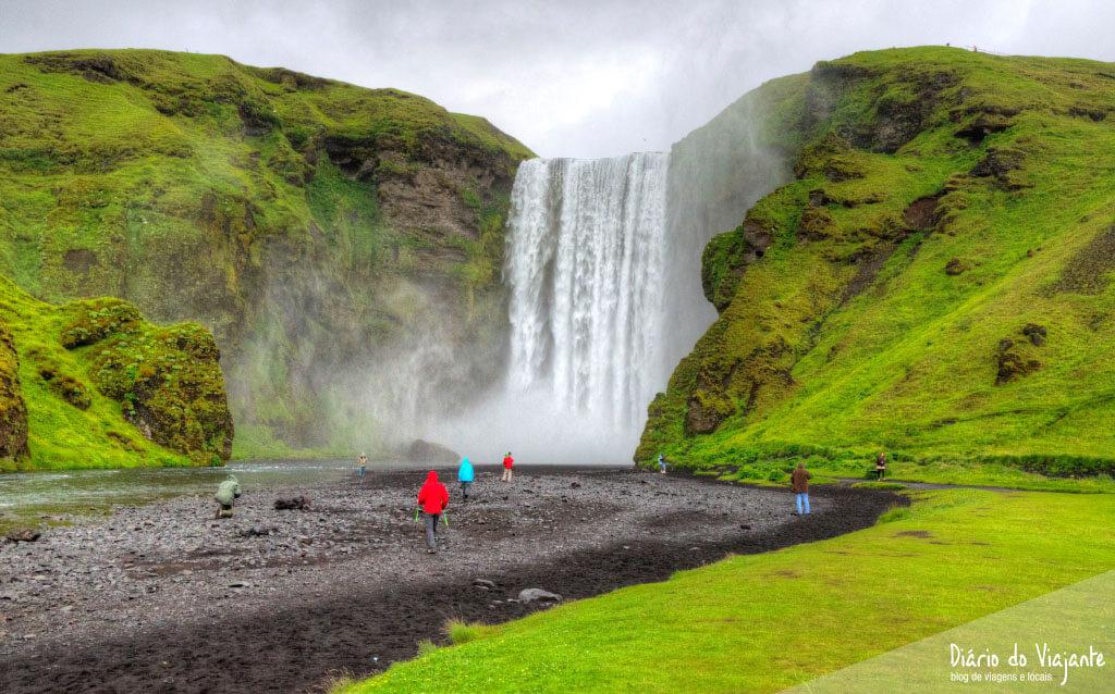 Islândia: Cascata Skógafoss e a lenda do baú perdido | Diário do Viajante