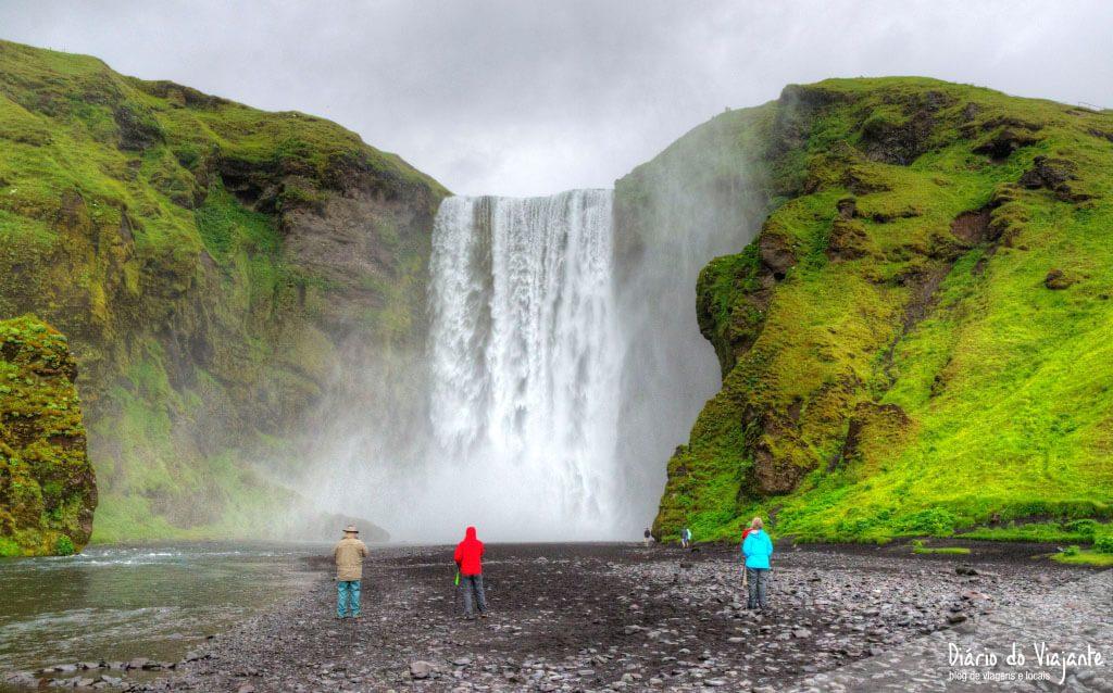 Cascata Skógafoss e a lenda do baú perdido | Islândia